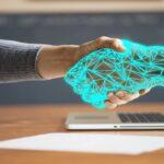 Hjælpende hånd fra teknologi